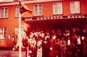 1975年9月16日 パプアニューギニアの独立をパプアニューギニアの友達と祝う(デンマーク)。