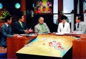2004年4月 ヨルダンより帰国した翌日、フジテレビ「報道2001」に緊急出演。竹村健一氏に救出活動を語る。左端は大野元裕現参議院議員。右端は黒岩祐治キャスター(現神奈川県知事)。