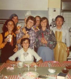1975年スイス・コーの世界大会は出席者が料理皿洗いなどを行う