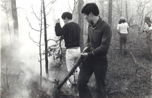 1976年カナダのインディアン居留地で山火事退治