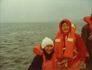 1976年強風のノルウェー沖で。左はベトナムのフォンさん。