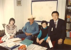 カナダ・インディアンの酋長を東京に迎える。私の左は母彰子