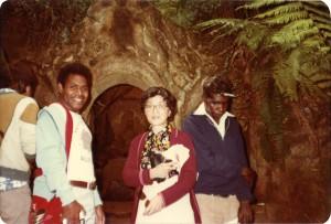 1979年母藤田彰子も1979年から1年間オーストラリアでMRAのボランティア活動に参加した