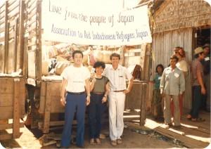 1980年代前半カンボジア難民に援助物資を届ける