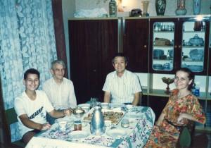 1990年ポーランドのウッジ市の市長宅にホームステイ。「連帯」の活動が活発で脱共産主義化の戦いが進んでいた