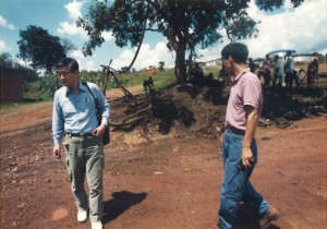 1995年タンザニアで難民を助ける会のルワンダ難民支援の井戸掘プロジェクト視察