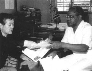 1995年タンザニア内務省事務次官マリキ氏に難民支援プロジェクトへの支援を要請。