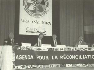 1996年8月?シンポジウム「和解への課題」を主宰。(左から)コーネリオ・ソマルガ国際赤十字総裁、ダグ・ジョンストン戦略国際問題研究所(CSIS)副所長、藤田幸久、星野進保総合研究開発機構(NIRA)理事長