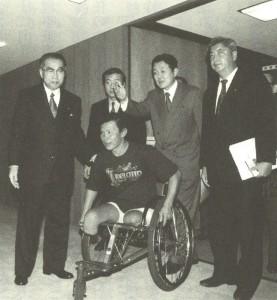 1997年ノーベル平和賞受賞「地雷禁止国際キャンペーン」のチャナリットさんと小渕恵三外相に申し入れ。私の右が中谷元防衛大臣。左が小坂憲次元文部科学大臣。