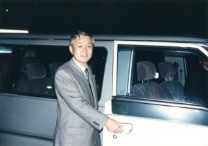 1996年 ワゴン車を自ら運転し国会に初登庁。