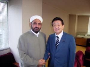 2004年7月 日本人人質解放の立役者、イスラム聖職者協会のアルク・ベイシ師と。(国会内で)