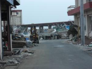 2011年3月 津波で大きな被害を受けた大津漁港を視察