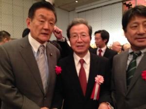 中国建国66周年記念式典で程永華大使と田代参議院議員と懇談しました