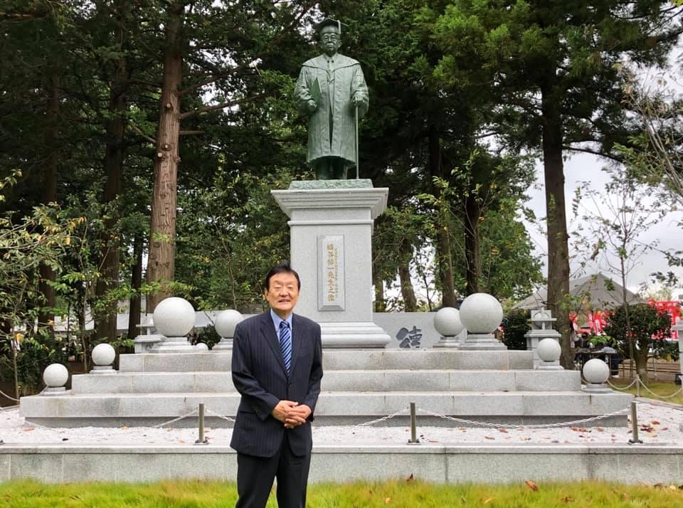 幡谷祐一前後援会長の誕生日。幡谷像に参拝。