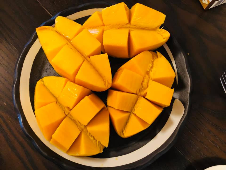沖縄の県会議員からマンゴを頂く